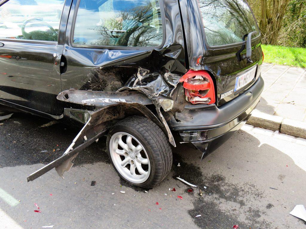 Eine Vollkaskoversicherung ersetzt die Schäden, die am eigenen Auto entstehen - zum Beispiel nach einem selbst verursachten Unfall.