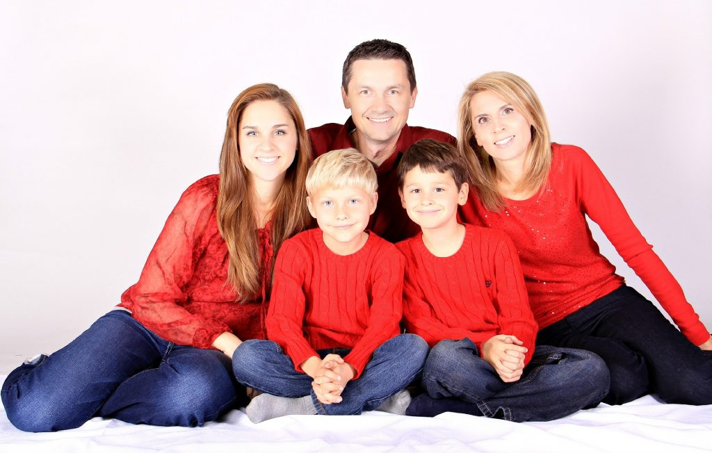 Nicht nur Familienernährer mit einem gefährlichen Beruf, wie zum Beispiel Dachdecker, sollten über eine Risikolebensversicherung verfügen.