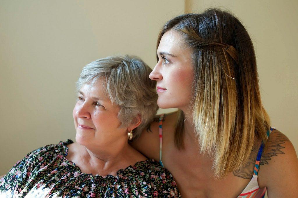 CSU will pflegenden Angehörigen stärker unter die Arme greifen
