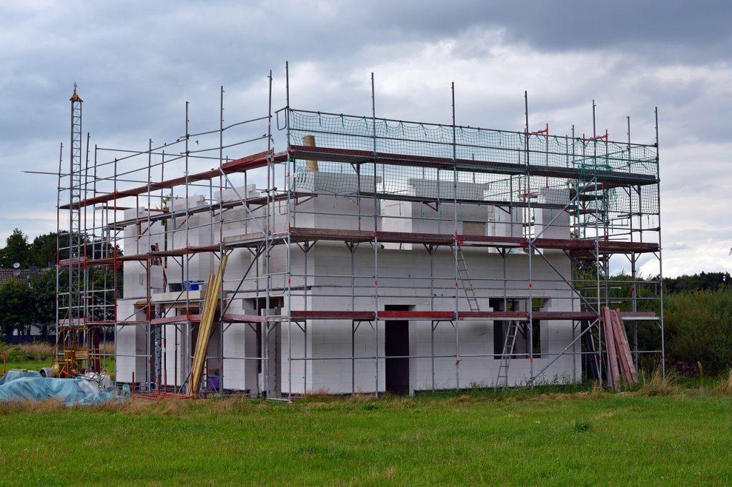 Versicherungen gegen Schäden und Mängel beim Bauvorhaben sind das A und O.