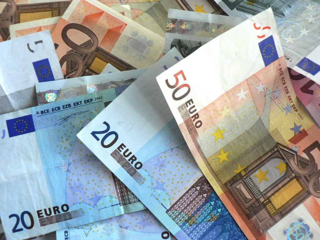 Nach den ersten drei Quartalen des vergangenen Jahres hatten Kassen und Fonds ein Geldpolster von 22,25 Milliarden Euro. Bis zum Jahresende war die Reserve auf 24,5 Milliarden Euro gewachsen.