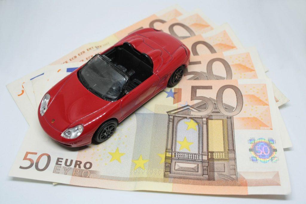 Kfz-Versicherte können auch nach dem Stichtag der Wechselsaison noch ihre Kfz-Police kündigen.