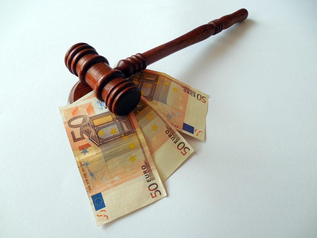 Das Gericht entschied über die steuerliche Absetzbarkeit von Verlusten aus Policen-Verkäufen.