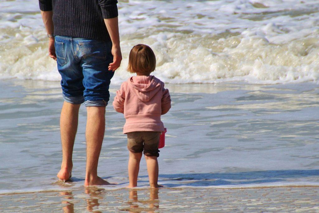 Adoption eines Kindes: Auf was Eltern beim Versicherungsschutz achten sollten