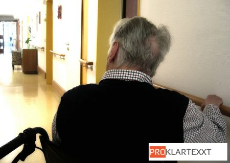 In Kliniken soll jede aufgestockte Pflegestelle künftig komplett von den Krankenkassen bezahlt werden.
