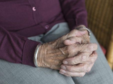 Immer mehr Menschen müssen im Alter von Grundsicherung leben.