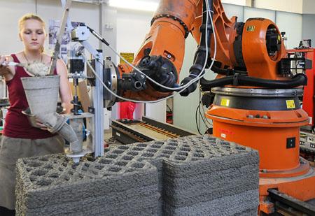 3D-Drucker bei der Arbeit: Diese Technologie könnte das Bauen revolutionieren. (Foto: TU München)