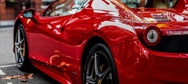 Im vorliegenden Fall verklagte ein Ferrari-Besitzer seine Versicherung mit einer abstrusen Begründung