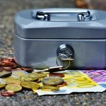 Die Zahlen beziehen sich dem Bericht zufolge auf Renten nach Sozialversicherungsbeiträgen, jedoch vor Abzug von Steuern