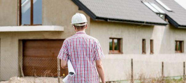 Körperlich Tätige bekommen oft schwerer eine Berufsunfähigkeitsversicherung als beispielsweise kaufmännische Angestellte.