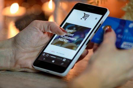Vor allem Schnäppchenjäger gehen ihnen oft in die Falle – den Betrügern mit gefälschten Shop-Seiten im Internet