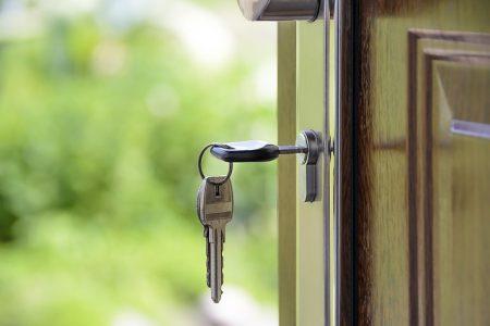 Familien, die ziwschen dem 1. Janaur 2018 und dem 31. Dezember 2020 eine Immobilie erwerben, haben Anspruch auf Baukindergeld, sofern ihr Einkommen unter bestimmten Grenzen liegt.