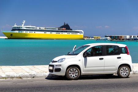 Verbraucherschützer warnen vor unnötigen Versicherungen beim Abholen des Wagens.