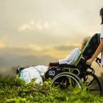 Regierung gibt Anstoß für Programm gegen Personalnot in Pflege