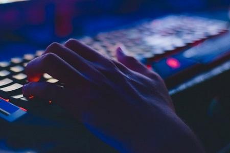 Cyberrisiken besser über Haftpflicht- und Hausratversicherungen absichern