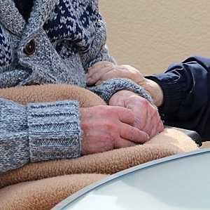 Private Pflegeversicherung: Kosten vergleichen & sparen