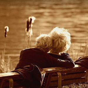 Wertvolle Stütze für Angehörige: Neuer Ratgeber informiert über Pflege zu Hause