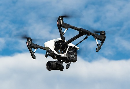 Wer Drohnen steigen lässt, unterliegt strengen Vorschriften und haftet bei Unfällen