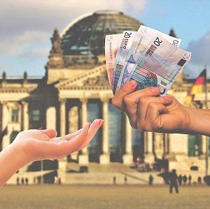 Geld von einem Bankkonto zum anderen zu überweisen, ist jetzt schneller möglich