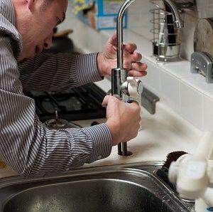 Leitungswasserschäden sorgen in der Wohngebäudeversicherung immer wieder für Streitfälle