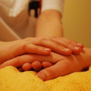 Ratgeber der Verbraucherzentrale verspricht schnelle Hilfe im Pflegefall