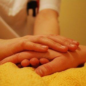 Pflegekosten gedeckelt: Die Kosten für pflegende Angehörige sollen nicht weiter steigen