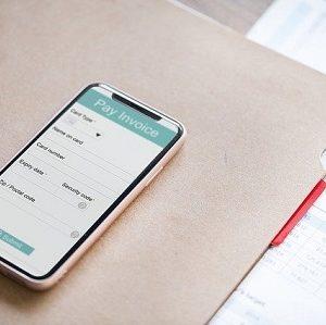 Smartphone statt Bares: Verschiedene Bezahl-Apps