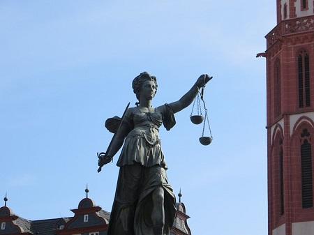 Steuerbefreiung weg: Eine Witwe muss nachträglich Erbschaftsteuer zahlen