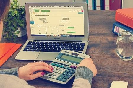 Wer sich nach den Steuerentlastungen über mehr Geld freuen kann