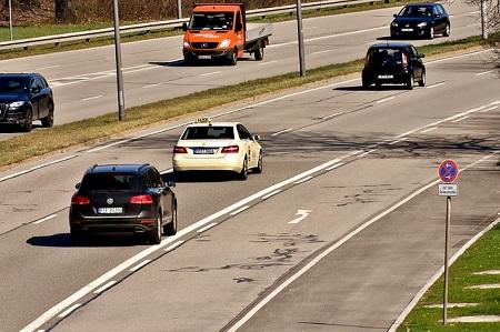 Welchen Abstand muss ich im Straßenverkehr einhalten?
